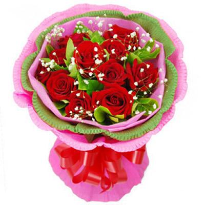 红玫瑰11枝,满天星,绿叶点缀,