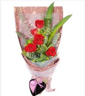 红玫瑰9枝,巴西木、尤加利、黄莺丰满。