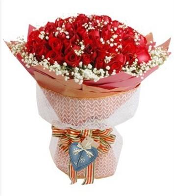 红玫瑰66枝,满天星点缀