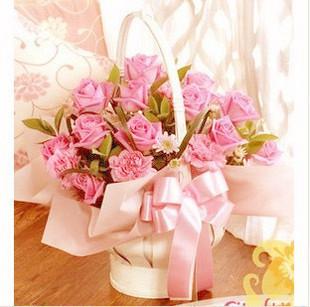 12朵粉玫瑰+12朵粉康乃馨.