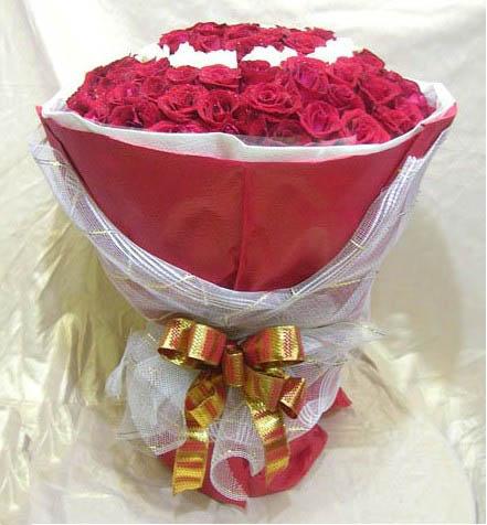99朵玫瑰 白玫瑰描出心形轮廓