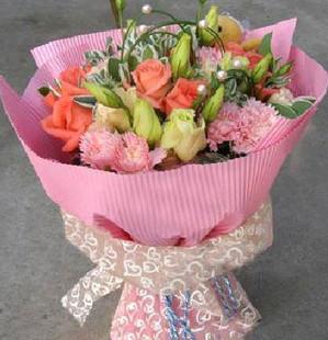 9朵粉玫瑰+11朵粉康乃馨,点缀配材
