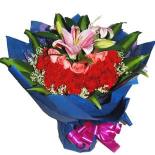 9支粉玫瑰+29支红康乃馨+1支粉香水百合+配叶(红康乃馨在最外圈,粉玫瑰在最第二圈,粉香水百合在最里面)。