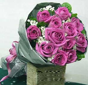 精品紫玫瑰12朵 白色系小花/满天星、绿色叶材