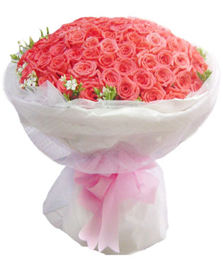 99枝粉玫瑰,搭配绿叶黄莺或相思梅