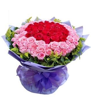 99枝玫瑰(33枝红玫瑰中间,66粉玫瑰(戴安娜)外围),外围黄莺,绿叶