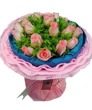 19枝粉玫瑰,黄莺间插