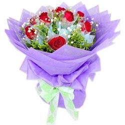9枝红色昆明玫瑰,满天星绿叶丰满