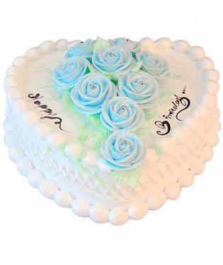 8寸鲜奶蛋糕,奶油玫瑰点缀蛋糕中间