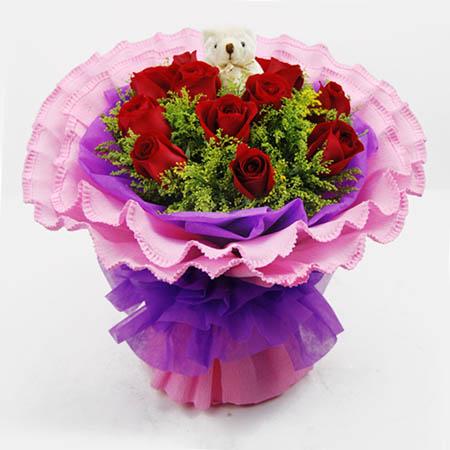 11枝红玫瑰,黄莺搭配丰满,小熊一只