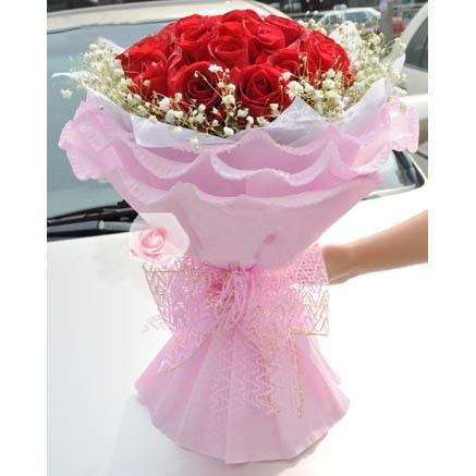 11朵红玫瑰花束,满天星围绕