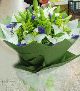 花束,9支白香水百合,点缀配材
