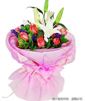 9枝粉玫瑰、2枝白色多头香水百合,绿叶、勿忘我间插