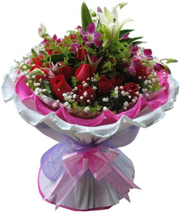 19支昆明红玫瑰,白色香水百合1支,洋兰点缀其中