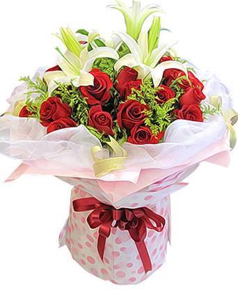19枝红玫瑰,2枝多头白色香水百合,黄英丰满