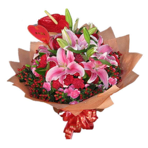 3枝多头粉百合+10枝红康乃馨+7枝红玫瑰+1枝红掌,相思豆围绕绿叶搭配