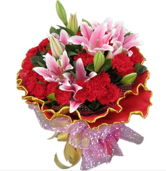 30枝红康乃馨+3枝粉色多头百合,绿叶。