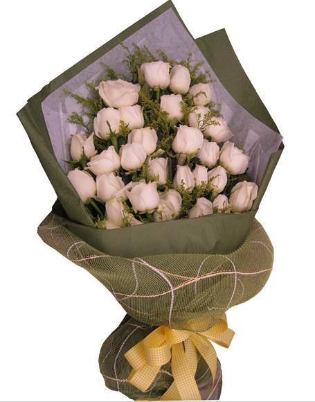 33枝白玫瑰配黄莺