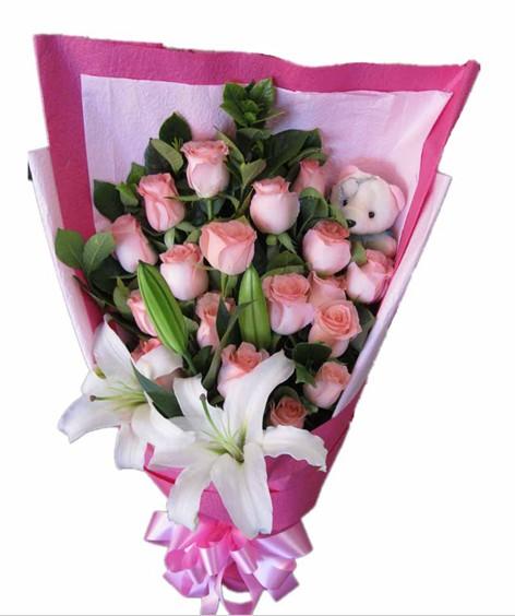 19枝粉玫瑰+2枝白百合+1只小熊搭配绿叶