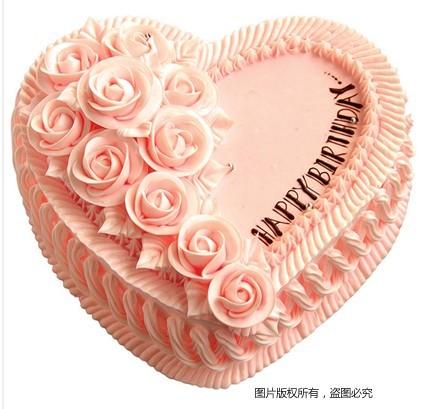 8寸粉色心形鲜奶蛋糕,同色鲜奶玫瑰花