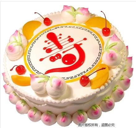 """8寸圆形鲜奶蛋糕,鲜奶寿桃围边,时令水果装饰,红色果酱写有""""寿""""字样"""