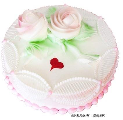 8寸圆形鲜奶蛋糕,两朵鲜奶玫瑰花装饰