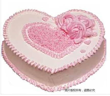 8寸心型鲜奶蛋糕,粉色调装饰