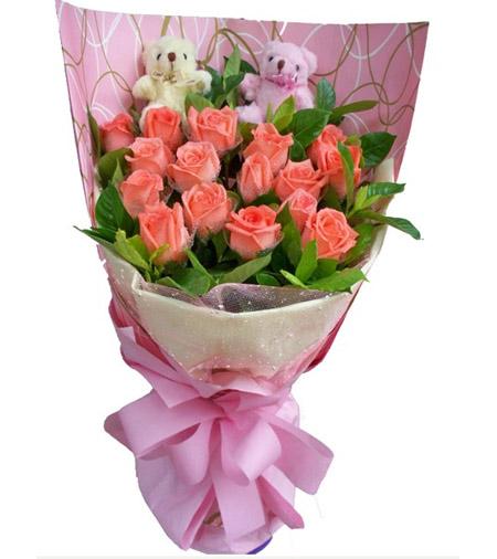 19枝粉玫瑰,加拿大黄莺丰满,2个公仔(公仔图片只供参考,以配送店为准)