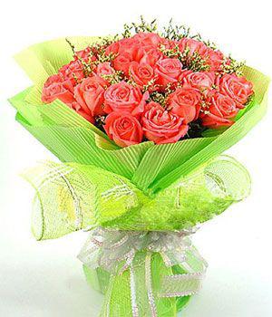 21枝红玫瑰,情人草点缀