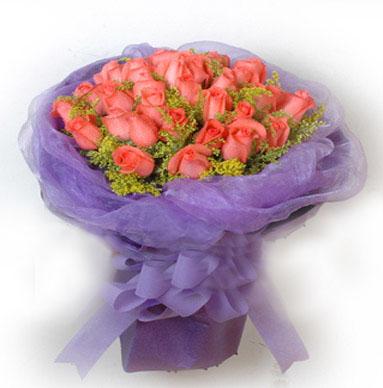 33枝粉玫瑰,黄莺适量搭配