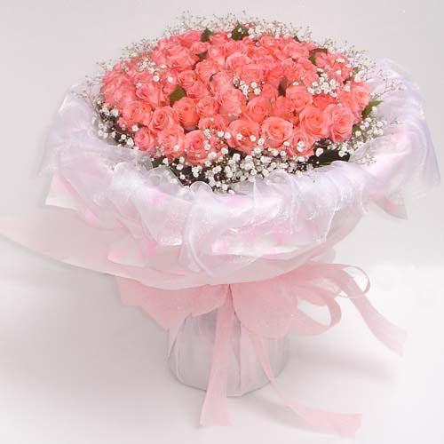 66枝粉玫瑰,满天星点缀.