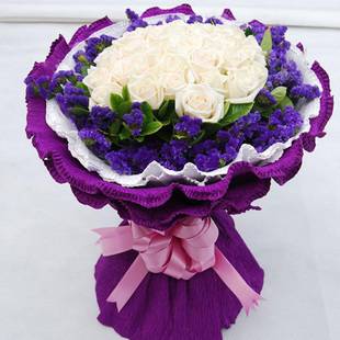 18枝白玫瑰,紫色勿忘我围边