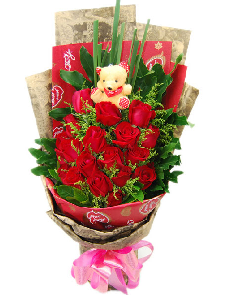 19朵红玫瑰+1只小熊配黄莺,绿叶围绕