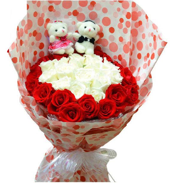 16枝白玫瑰+17枝红玫瑰+2只小熊