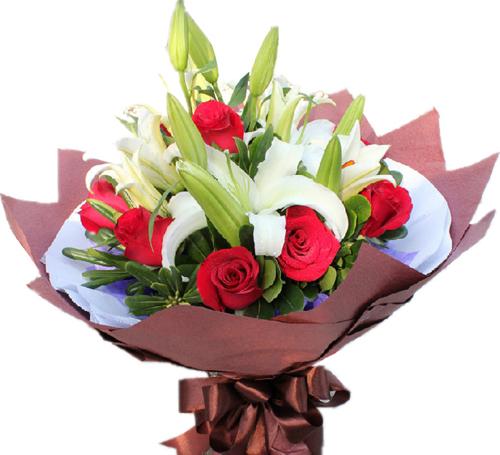 11枝红玫瑰,2枝多头白百合,搭配绿叶