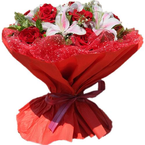 9枝红玫瑰+6朵粉百合配情人草,绿叶,满天星