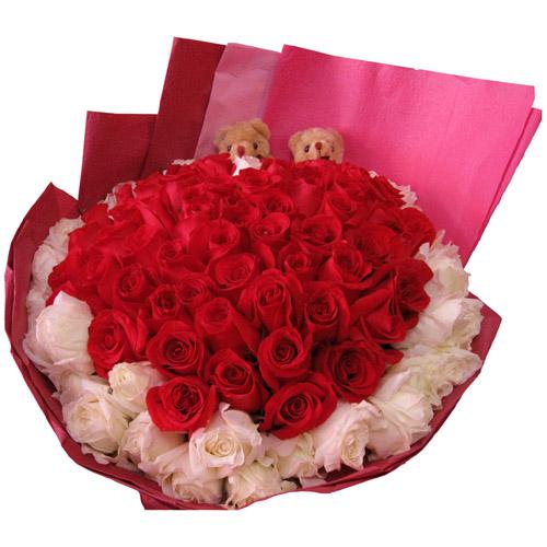 33枝红玫瑰+33枝白玫瑰+2只小熊