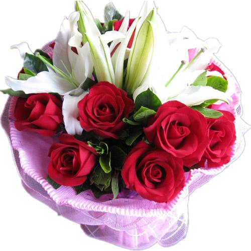 9枝红玫瑰+3枝白百合配绿叶