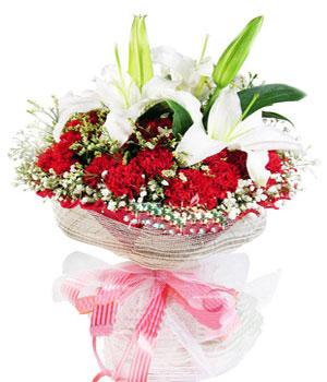 1枝白色多头百合,16支红色康乃馨,满天星外围,水晶草点缀