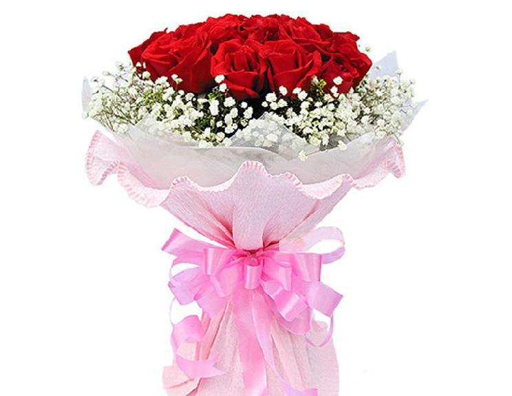 11枝红玫瑰紧密束扎,满天星丰满外围