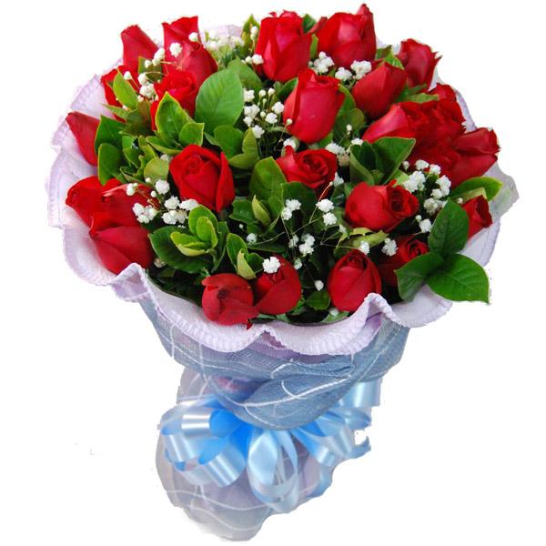 33支红玫瑰,满天星搭配,配叶丰满