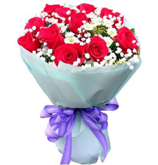 11枝红玫瑰,满天心陪衬