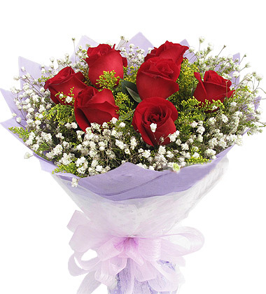 红色玫瑰9枝,中间黄莺丰满,外围满天星。